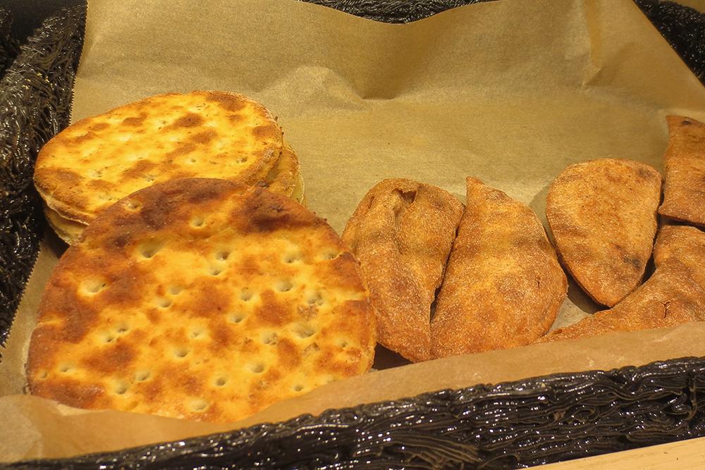 Sämpylöitä leipäkorissa